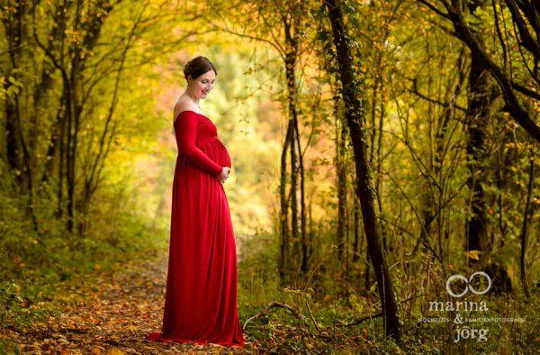 Marina und Joerg, Familienfotograf Marburg: stimmungsvolles Schwangerschaftsfoto - Outdoor-Fotoshooting