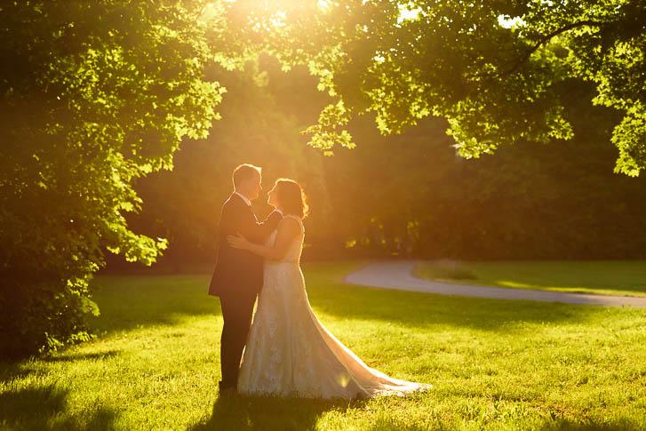 Marina & Jörg, moderne Hochzeitsbilder in Wetzlar: romantisches Hochzeitsfoto entstanden bei einem After-Wedding Shooting