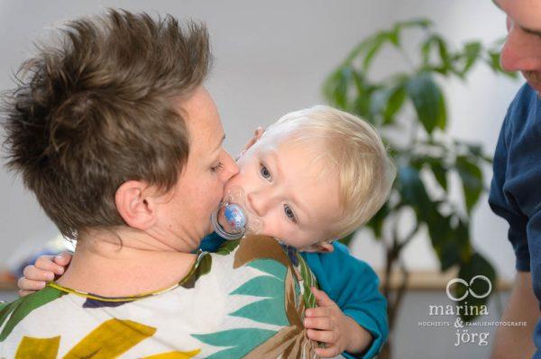 authentische Kinderfotos und echtes Familienleben festgehalten bei einer Familienreportage