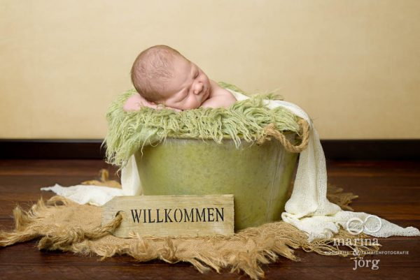 Marina & Jörg, Baby-Fotografen Gießen - Babygalerie Gießen: zauberhaftes Neugeborenenfoto bei einer Familie in Gießen - Newborn-Fotoshooting