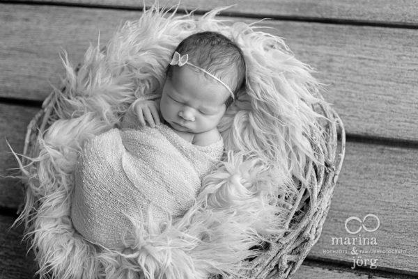 Baby-Fotograf Idstein: Neugeborenenfotos entspannt zu Hause