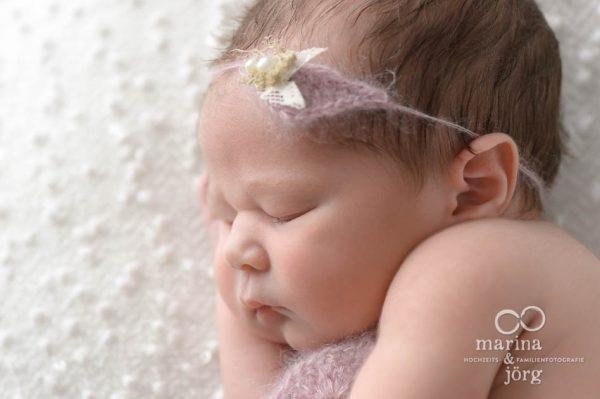 Babyfotograf Gießen - Baby-Fotoshooting entspannt bei einer Familie zu Hause (Babygalerie Gießen)