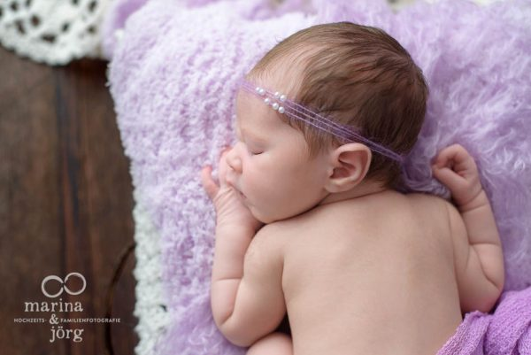 Baby-Fotoshooting Gießen: professionelle Babyfotos bequem und entspannt zu Hause