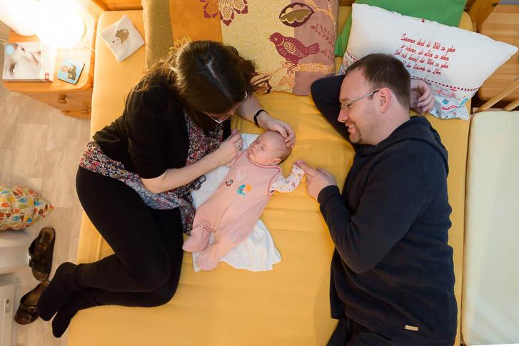 Neugeborenen-Homestory bei Gießen: ungestellte Babyfotos. Natürlich, echt und einzigartig.