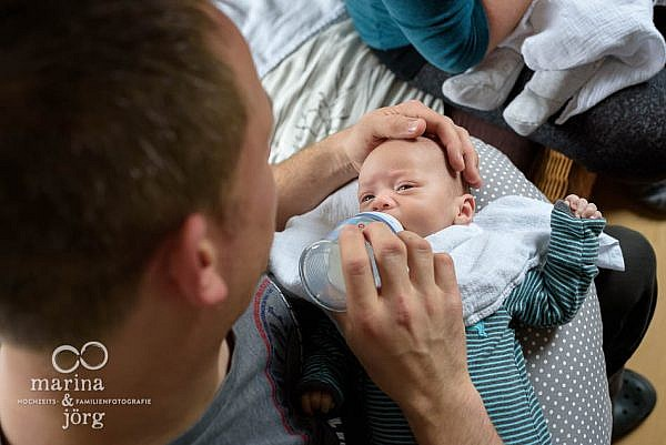 Neugeborenen-Homestory bei Marburg: ungestellte Babyfotos