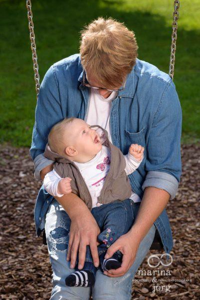 Baby-Fotoshooting im Freien - Babyfotograf Gießen