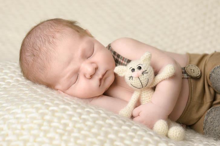 Marina und Joerg, Babyfotografen aus Giessen: Neugeborenfoto aus der Babygalerie Gießen