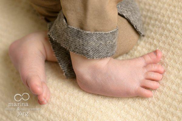 Babyfotografen Gießen: Neugeborenenfoto von süßen Babyfüßchen