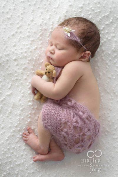 Baby-Fotoshooting in Idstein: Neugeborenenfotos vom Baby-Fotografen kann man bequem zu Hause machen lassen