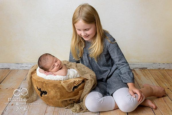 Etwas ganz Besonderes bei einem Neugeborenen-Fotoshooting: Geschwisterbilder