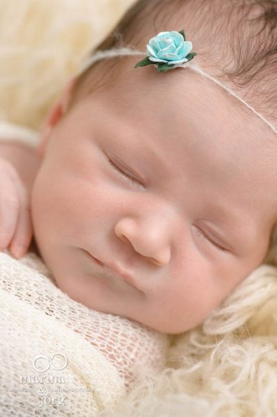 Babyfotografen Marburg, Babygalerie: professionelle Neugeborenenfotos entspannt zu Hause machen lassen