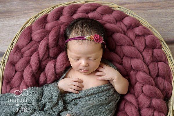 mobile Babyfotografen Marburg: Professionelles Neugeborenen-Fotoshooting ganz bequem zu Hause