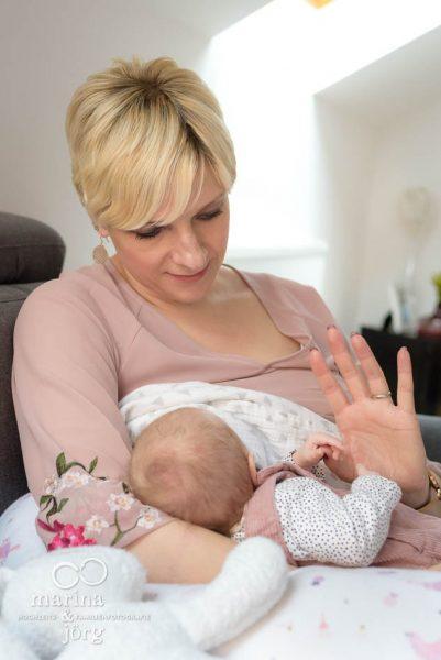 Babyfotograf Marburg - ungestellte Babyfotos einer Neugeborenenreportage - natürlich, echt, besonders