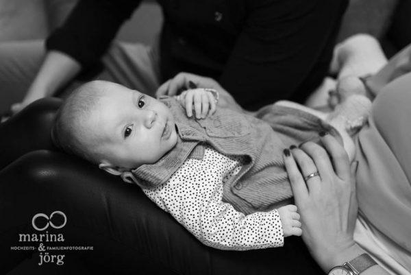 Babyfotograf Marburg - ungestellte Neugeborenenfotos - natürlich, echt, besonders