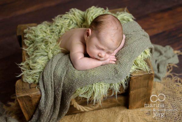 Babyfotograf Wetzlar: Neugeborenenfotos ganz entspannt zu Hause machen lassen - Babygalerie Wetzlar