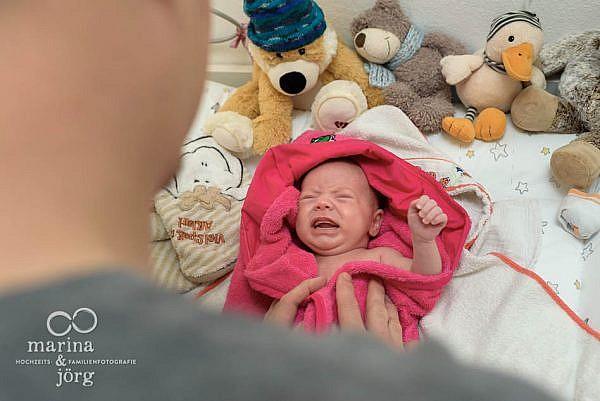 Babyfotos im Reportagestil - natürliche Familienfotografie in Marburg