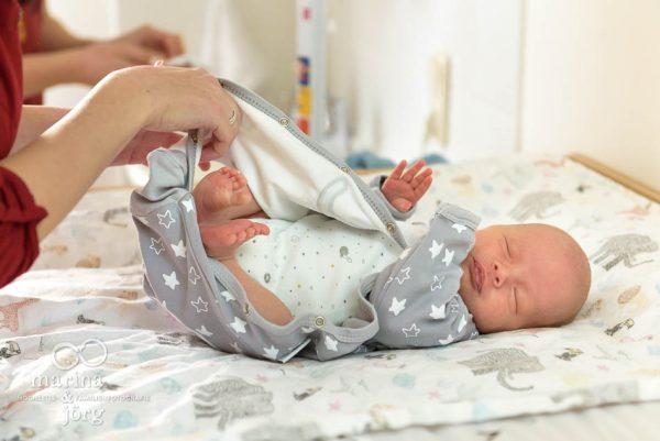 Babyfotos im Reportagestil - natürliche Familienfotografie in Gießen