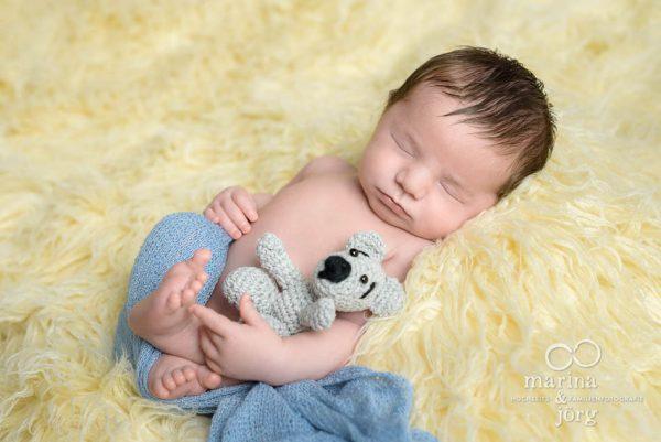 Neugeborenenfotograf Gießen: professionelles Neugeborenen-Fotoshooting ganz entspannt zu Hause - Babygalerie
