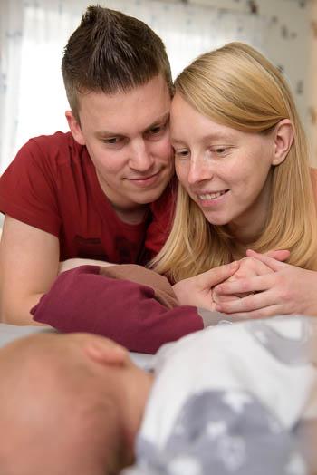 besondere Babyfotos und Familienfotos für Erinnerungen an eine besondere Zeit - ungestellt, echt, einzigartig - Marina & Jörg, Neugeborenenfotografen für  Gießen