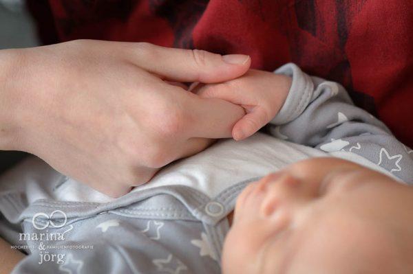 dokumentarische Familienfotografie Gießen - ungestellte und authentische Neugeborenenfotos - unbezahlbare Erinnerungen