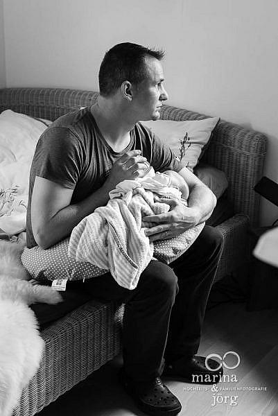 dokumentarische Familienfotografie Wetzlar - ungestellte und authentische Neugeborenenfotos - unbezahlbare Erinnerungen