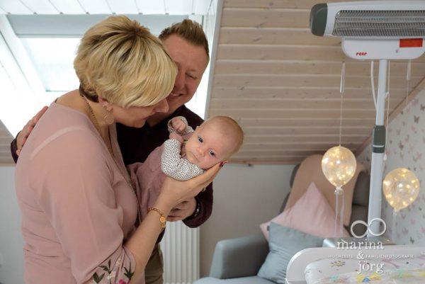 dokumentarische Neugeborenenfotografie in Marburg - natürlich, voller Leben, echt