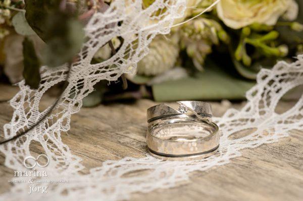 Hochzeitsfotografen-Paar Marina und Joerg aus Giessen: Foto der Trauringe - die Details einer Hochzeit