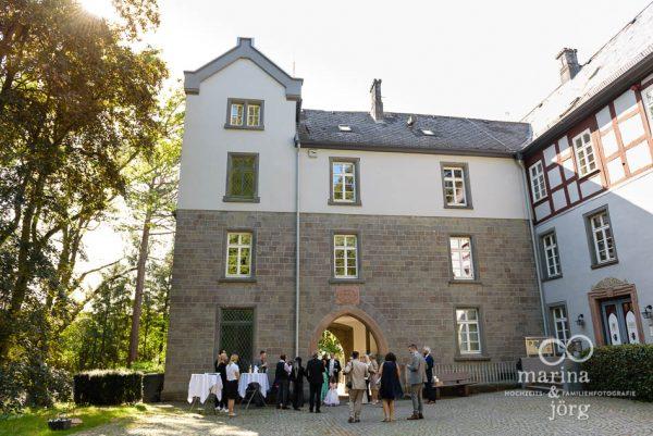 Beim Sektempfang nach einer Hochzeit im Schloss Buseck in Gießen