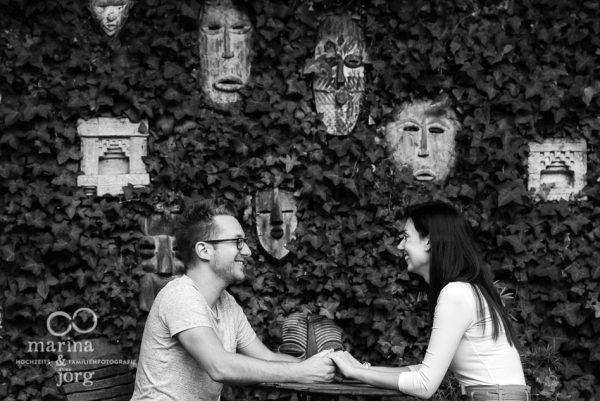Engagement Paar-Fotoshooting in der Hochzeitslocation Dammühle bei Marburg - Marina & Jörg, Hochzeitsfotografen Marburg