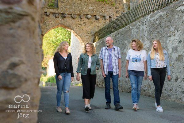 Familien-Fotoshooting auf Burg Hohensolms - Familienfotografen Marina & Jörg aus Gladenbach