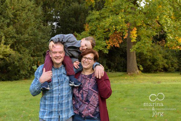 Familien-Fotoshooting bei Marburg - natürliche Familienfotografie