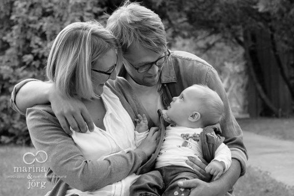 Familien-Fotoshooting Marburg - natürliche Babyfotos
