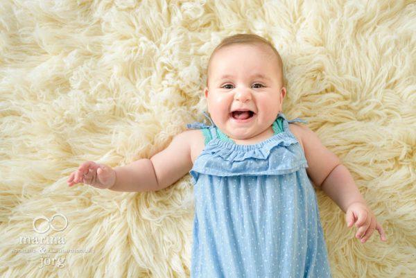 Marina und Joerg, Familienfotografen Giessen: suesses Babyfoto