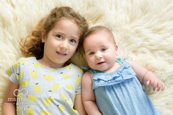Marina und Joerg, Familienfotografen Giessen: Geschwisterbild