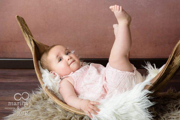 Marina und Joerg - entspanntes Baby-Fotoshooting zu Hause bei einer Familie in Giessen
