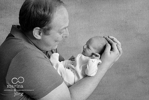 Familienfotograf im Raum Marburg - Baby-Fotoshooting - Neugeborenenfoto