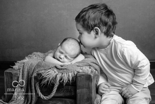 Familienfotograf Gießen: professionelles Neugeborenen-Fotoshooting entspannt zu Hause erleben