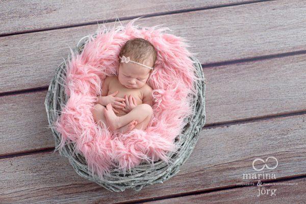 Familienfotograf Giessen: Newborn-Fotoshooting vom Babyfotograf aus Giessen