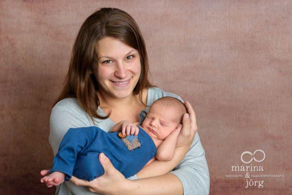 Marina und Jörg, Familienfotografen Gießen: professionelles Neugeborenen-Fotoshooting bequem bei einer Familie zu Hause