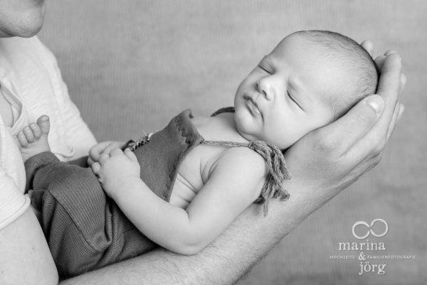 Marina und Jörg, Familien-Fotografen aus Gießen: professionelles Neugeborenen-Fotoshooting bequem zu Hause - Babygalerie