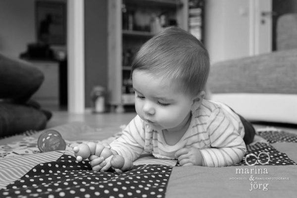 Marina und Joerg, Fotografen-Paar Wetzlar: ungestelltes Kinderfoto entstanden bei einer Familien-Homestory