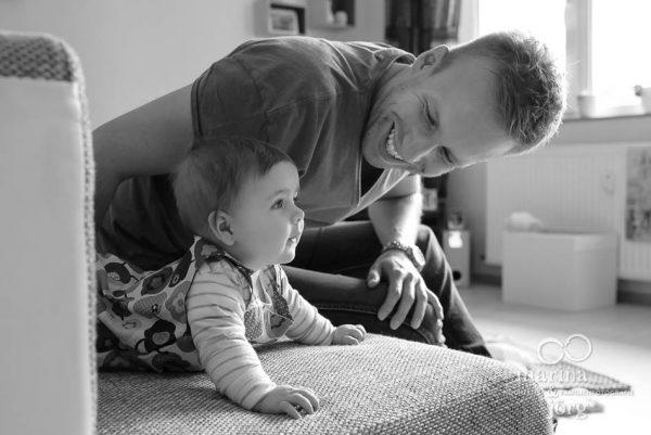 Marina und Joerg, Familienfotografen Giessen: natuerliche Familienfotos entstanden bei einer Familien-Homestory als Erinnerungsschatz an eine ganz besondere Zeit