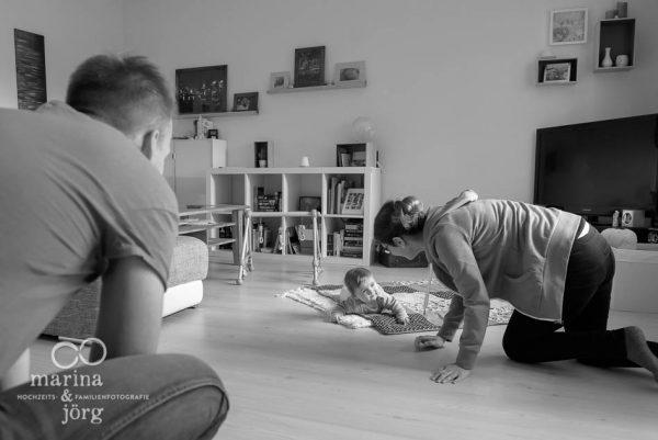 Marina und Joerg, Familien-Fotografen Giessen: ungestellte Familienfotos bei einer Familien-Foto-Homestory - ein ganz besonderer Erinnerungsschatz an eine einzigartige Zeit