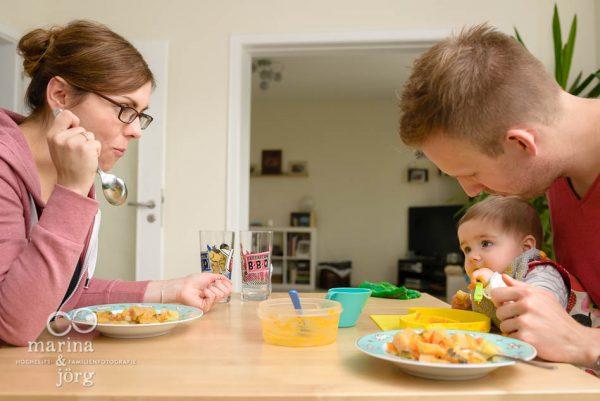 ungestellte Familienfotos entstanden bei einer Familien-Homestory in Giessen