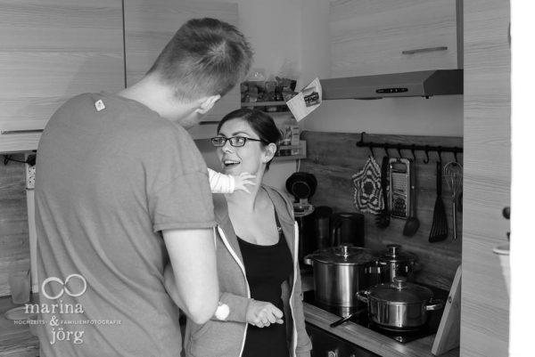 Marina und Joerg, Familienfotografen Marburg: ungestellte Familienfotos entstanden bei einer Familien-Homestory als Erinnerungsschatz an eine ganz besondere Zeit