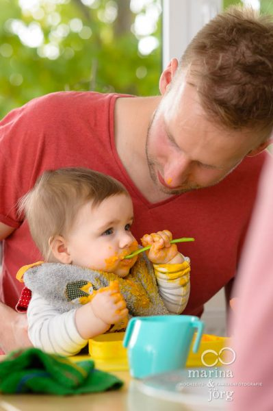 natuerliche Familienfotos entstanden bei einer Familien-Homestory in Giessen