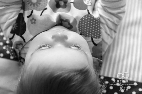 Marina und Joerg, Fotografen-Paar Giessen: natuerliches Kinderfoto entstanden bei einer Familienreportage