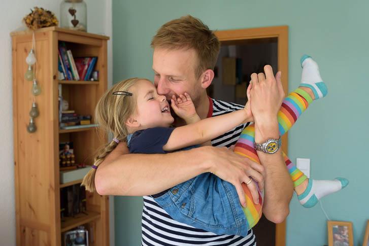 lebendige Kinderfotos und wertvolle Erinnerungen - das bekommt man bei einer Familienreportage - Marina & Jörg, Familienfotografen für den Raum Marburg / Gießen