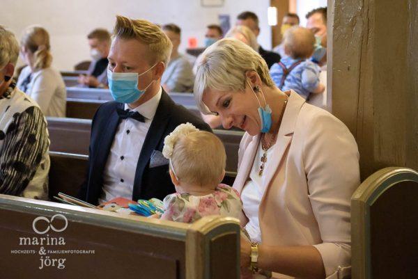 Familienfotografen für Marburg - ungestellte Kinderfotos und Familienfotos entstanden bei einer Familienreportage im Rahmen einer Taufe