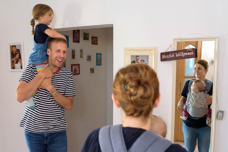 ungestellte Familienfotos entstanden bei einer Familienreportage im Raum Marburg / Gießen - Marina & Jörg Familienfotografie